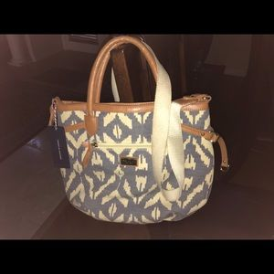Tommy Hilfiger Bags - ❤️NWT Tommy Hilfiger Blue&Cream Ikkat Crossbody❤️